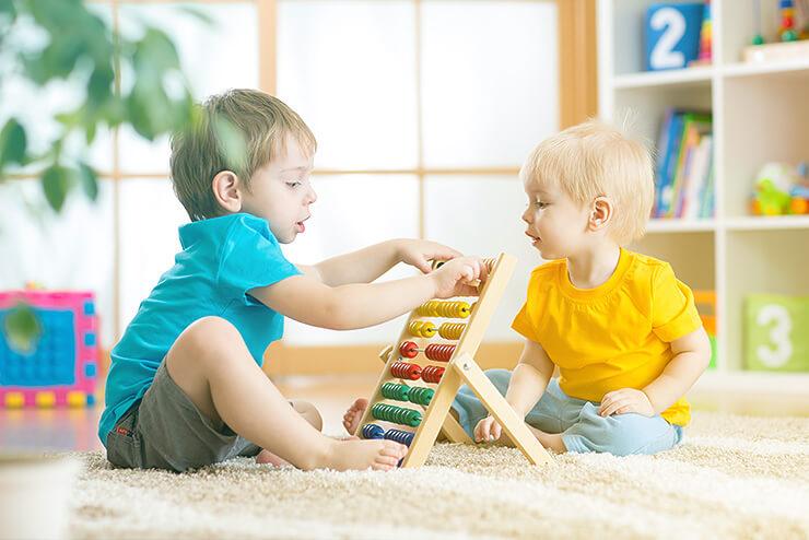 Ab wann kann ein Baby sitzen? was gibt es für Sie als Eltern zu beachten und was raten Kinderärzte und andere Experten bei den ersten Sitzversuchen.