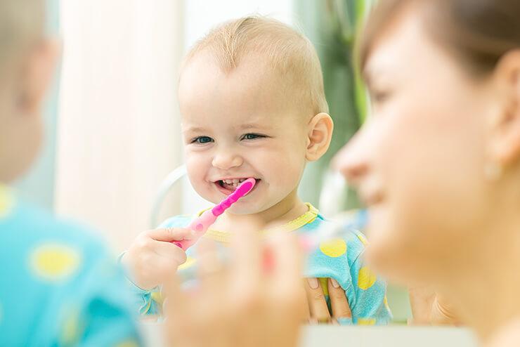 Ab wann Babys die Zähne putzen?