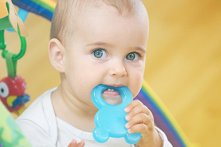 Wenn Babys Zahnen. Tipps & Tricks gegen die Schmerzen