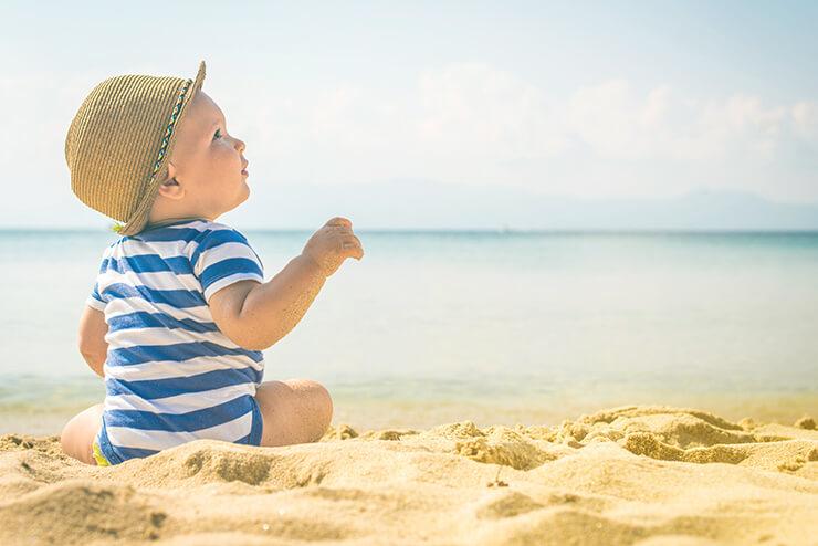 Sonnenschutz für Babys: 9 Tipps zum Schutz vor der Sonne